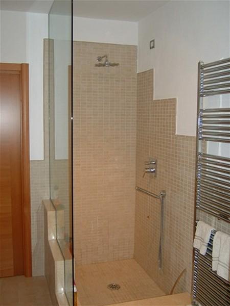 doccia con muretto bagno completo in stile moderno con sostituzione vasca doccia