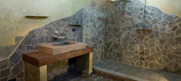 bagno in pietra con sauna - System Time Ristrutturazioni