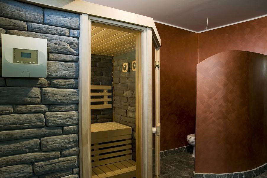 Bagno in pietra con sauna system time ristrutturazioni - Bagno con sauna ...